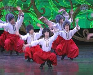 8 - Украинский танец «Ползунец».Still001